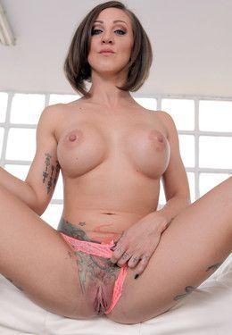 Pornstar Betty Foxxx with tattooed..