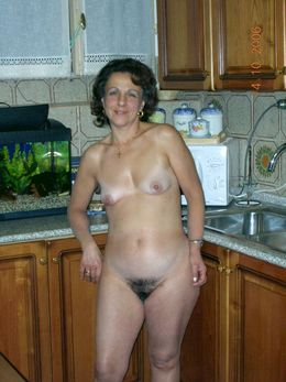 Hairy pussy mature wife posing naked..