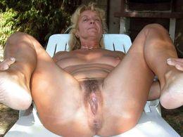 Amateur mature women exposing their..