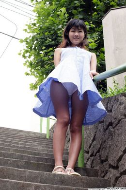 Little japanese schoolgirl upskirt..
