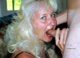 Horny ladies gets oral pleasure