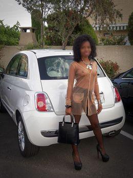 Cute amateur ebony babe walking..