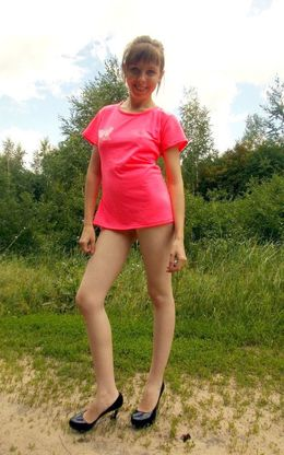 18 year-old schoolgirl spreads her..