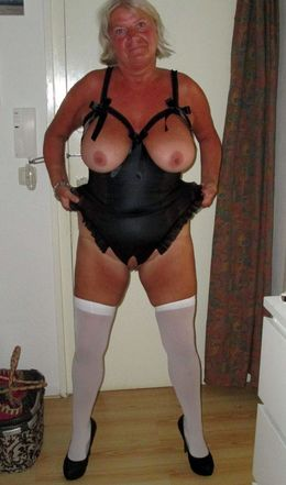 Curvy nude grannies and mature moms