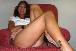 Beautiful milf striping and putting..