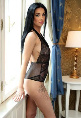 Meet horny brunette hottie Foxii Black..