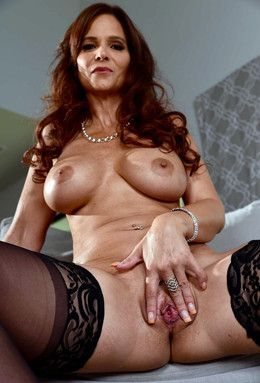 Sweet MILF Syren Demer from..