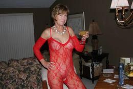 Still sexy mature women nude at home