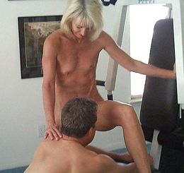 Amateur sex in the gym, mature lady..