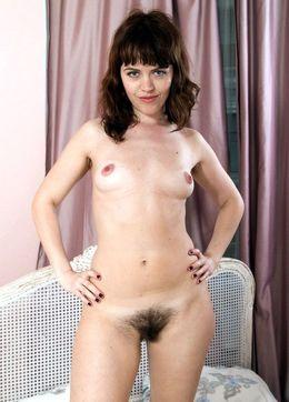 Whore beginner Jessy flaunts her gaped..