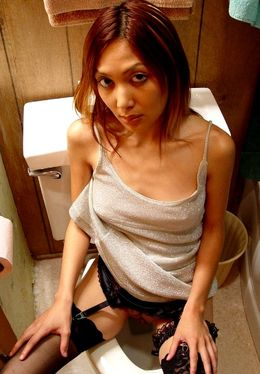 Asian lassie in stockings pissing and..