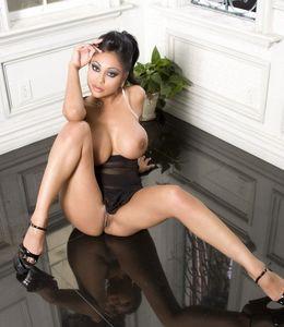 Desi pornstar Priya posing hot