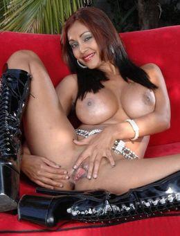 Fully nude desi pornstar toying pussy