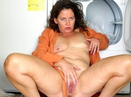 Big pink mature pussy from slutty mom