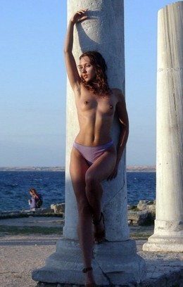 Nude-in-russia show sexy Crimean babe..