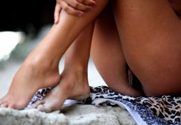 Leopardo sexual on beach with young babe