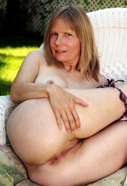 Slender mature mom Lexa sheds bikini..