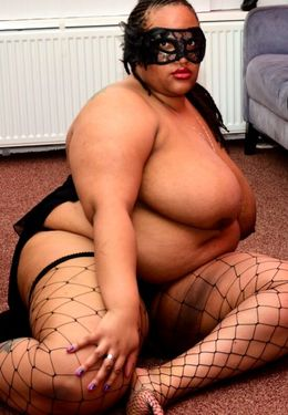 SSBBW wears a mask while unveiling her..